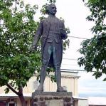 カウアイ島のワイメアにはキャプテン・クックの銅像