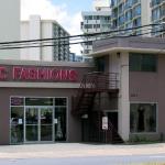 フラ愛好家に人気の「CCファッションズ」がカラカウア通りに移転